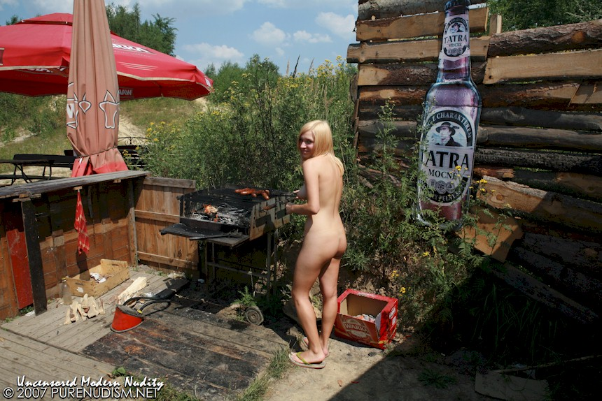 Outdoor Food Barbecuing & Nude Cooking for Picnic