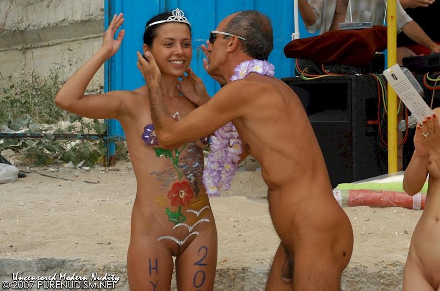 Men sucking pussy nude